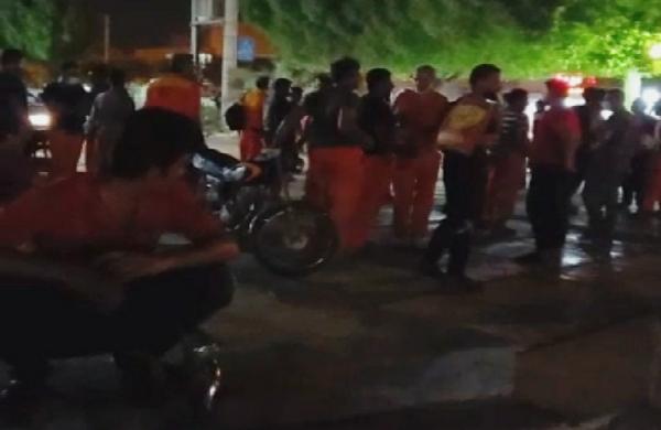 تجمع شب گذشته کارگران شهرداری بوشهر در اعتراض به حقوق دریافتی